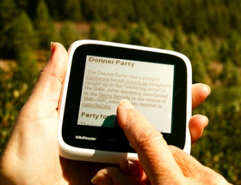 wikireader-dedicated-wikipedia-standalone-reading-device