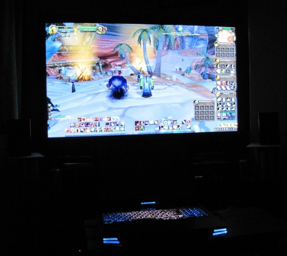 alienware-m17x-gaming-laptop-world-of-warcraft-on-big-screen-hdtv