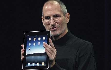 steve-jobs-holding-apple-ipad-launch-event