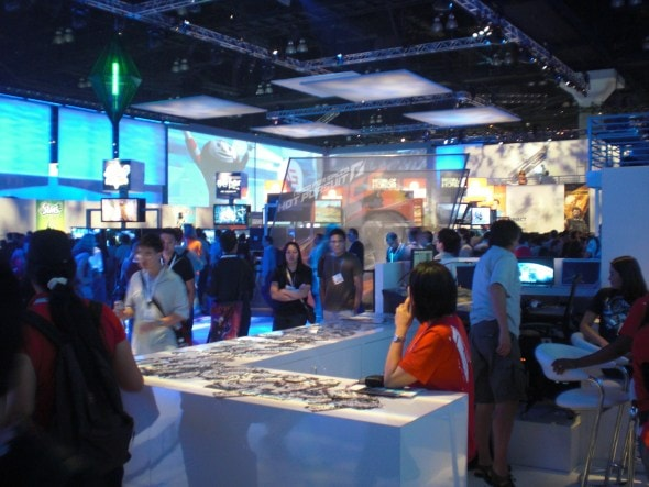 e3-2010-day-3-gaming-expo-show