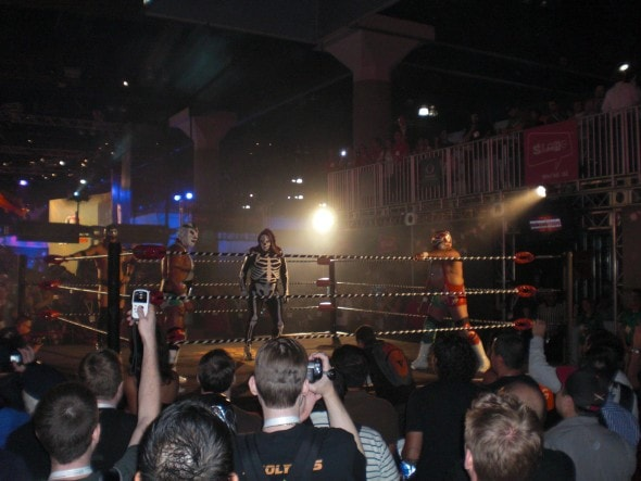 e3-publicity-stunt-Lucha-Libre-AAA-Heroes-del-Ring-Match