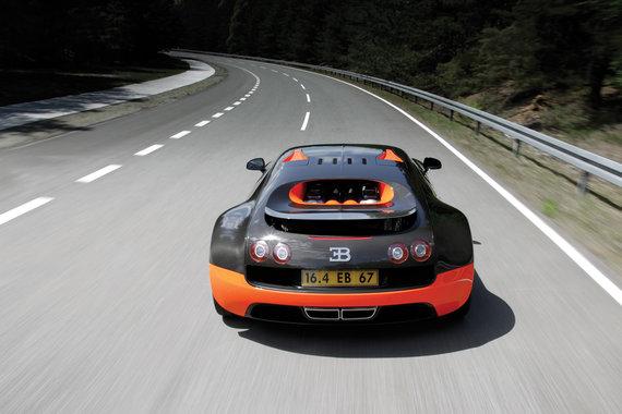 bugatti-veyron-super-sports-car-rear-view