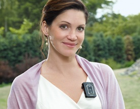 miniTek-Siemens-Hearing-Instruments-clip-in-use