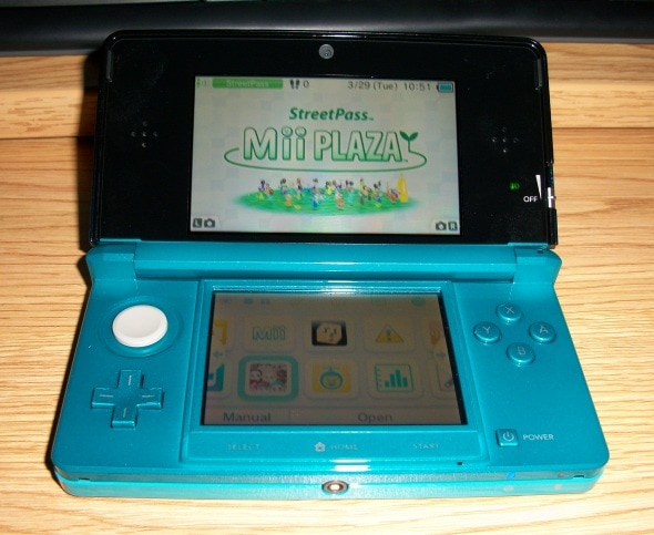 nintendo-3ds-handheld-console-aqua-photo